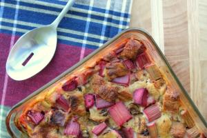 Rhubarb Raison Bread Pudding2